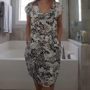 Sleevless dress.